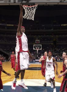 2002_amare-stoudemire-finishing-the-lay-up